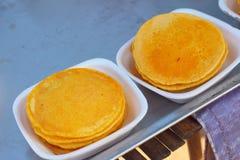 Dessert della Tailandia, farina della miscela, noce di cocco ed allora fritto Fotografie Stock Libere da Diritti
