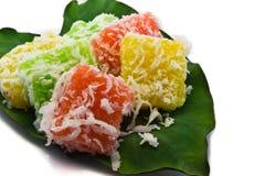 Dessert della Tailandia sulle foglie su fondo bianco Fotografia Stock