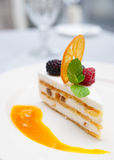 Dessert di Cassata sulla tabella del ristorante Immagini Stock Libere da Diritti