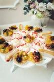 Dessert di frutta fresca in ciotola Immagini Stock