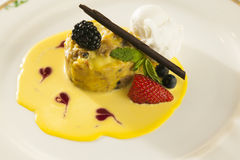 Dessert di lusso della fragola Fotografia Stock Libera da Diritti