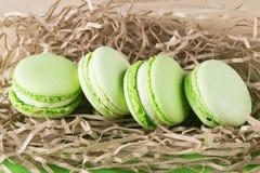 Dessert di Macaron con gusto di verde mela come fondo fotografia stock