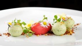 Dessert dinant fin, crème glacée de fraise/kiwi Images stock