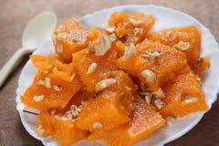 Dessert dolce del semolino, Sooji Halwa fotografie stock