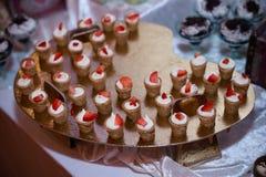 Dessert doux avec des fraises Images stock