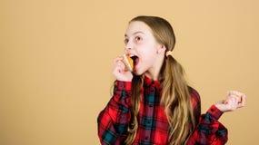 Dessert doux Recette culinaire Casse-cro?te savoureux Les enfants adorent des petits pains Hant? avec la nourriture faite maison  images libres de droits