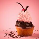 Dessert doux rose de petit gâteau Photos stock