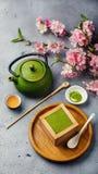 Dessert e tè verde di tiramisù di Matcha fotografie stock libere da diritti
