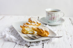 Dessert Eclair met slagroom Royalty-vrije Stock Foto