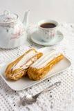 Dessert Eclair met slagroom Stock Afbeelding
