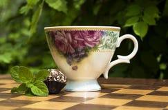 Dessert en thee met munt Royalty-vrije Stock Afbeeldingen