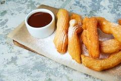 Dessert espagnol de Churos Fond texturis? gris Beaux plats de portion Dessert Cha?ne alimentaire photo stock