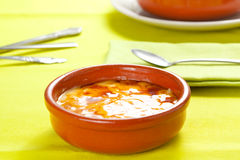 Dessert espagnol typique délicieux de catalana de Crema Photographie stock libre de droits
