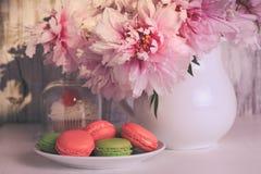 Dessert et fleurs Photos stock