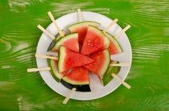Dessert frais de pastèque sur la table Images libres de droits