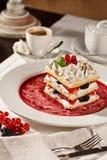 Dessert français appétissant de millefeuille Photographie stock