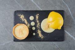 Dessert français délicieux cuit en citron Photos libres de droits