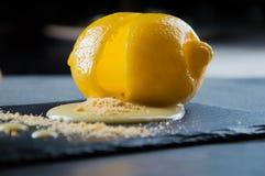 Dessert français délicieux cuit en citron Photographie stock