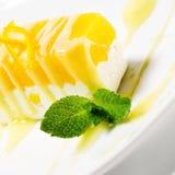 Dessert - gâteau au fromage orange photos libres de droits