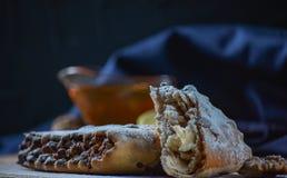 Dessert géorgien national Rols avec du miel de citron et les fruits secs photographie stock libre de droits