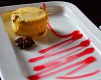 Dessert indien délicieux de glace de mangue Photographie stock libre de droits
