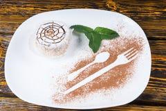 Dessert individuel décadent avec le web design d'araignée images stock
