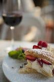 Dessert italiano con un certo vino rosso Immagini Stock Libere da Diritti