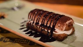 Dessert italien, tiramisu délicieux de café clips vidéos
