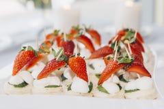 Dessert met aardbeien stock fotografie