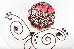 Dessert met een aardbei en een braambes Royalty-vrije Stock Foto's