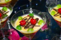 Dessert met kers stock afbeelding