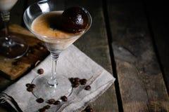 Dessert met likeur, koffieijsblokjes en roomijs Royalty-vrije Stock Afbeeldingen