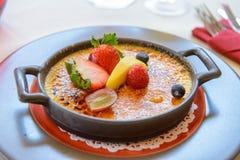 Dessert met vruchten royalty-vrije stock foto's