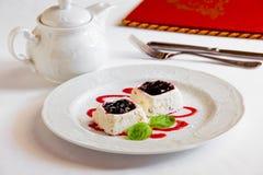 Dessert op lijst Royalty-vrije Stock Foto