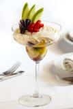 Dessert op witte lijst Stock Fotografie