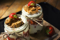 Dessert posé avec la fraise photographie stock libre de droits