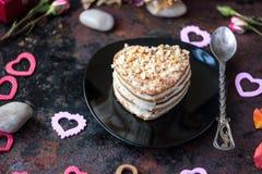 Dessert pour la célébration de jour du ` s de Valentine du plat noir image libre de droits