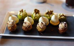 Dessert premio dei biscotti con la lava calda di choco dentro il dolce squisito, cucina unica del pasto di lusso nel ristorante d Immagini Stock Libere da Diritti