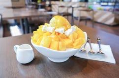Dessert raso del ghiaccio con il mango fresco Immagini Stock Libere da Diritti