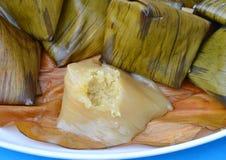 Dessert remplissant bourré de haricot de pyramide de la pâte pendant la nouvelle année chinoise Photo libre de droits