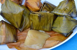 Dessert remplissant bourré de haricot de pyramide de la pâte pendant la nouvelle année chinoise Image stock