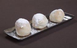 Dessert romantico Piatto di dessert sul ristorante da portare in tavola Gelato, frutta e biscotti del cioccolato Ristorante roman Fotografia Stock