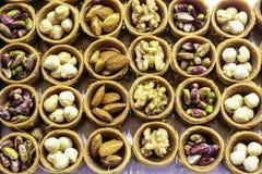 Dessert rotondo dei fiocchi di frumento delle mandorle, fotografie stock