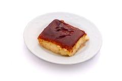 Dessert spagnolo dei leches dei tres su fondo bianco Immagini Stock Libere da Diritti