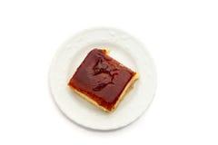 Dessert spagnolo dei leches dei tres su fondo bianco puro Fotografia Stock Libera da Diritti