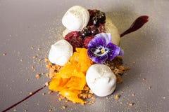 Dessert sulla prima colazione da un gelato con una fragola, ¿ Ð?Ñ€ di Ð Immagini Stock