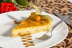 Dessert sur une table avec le thé Image libre de droits