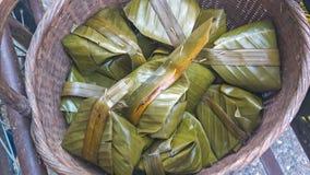 Dessert tailandese avvolto in foglia della banana Fotografia Stock