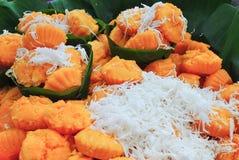 Dessert tailandese con la noce di cocco sulla cima Fotografia Stock
