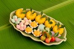 Dessert tailandese sul fondo di verde della foglia della banana Fotografia Stock